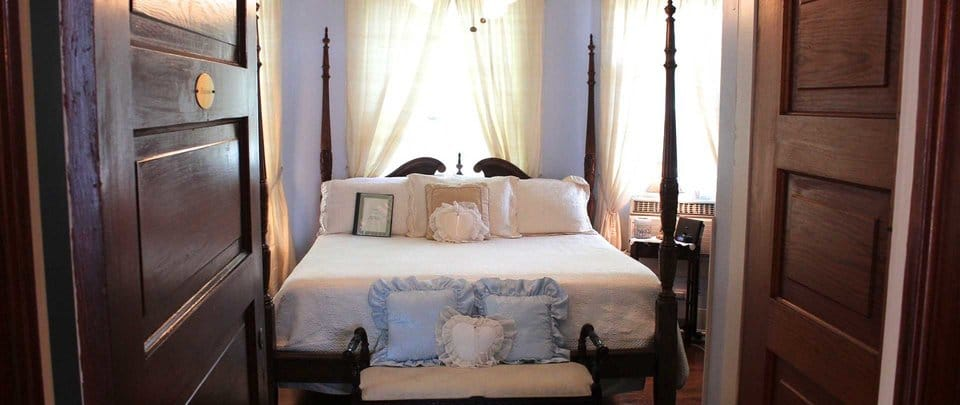 When Feng Shui Bed Placement Rules Conflict Which Should You Use – Bed Placement in Bedroom