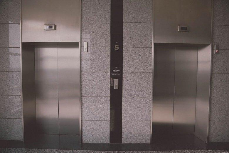 2 elevators facing-min (Demo)
