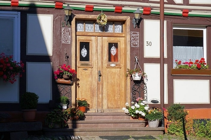 Confusions around attracting wealth through front door for Plants for front door feng shui